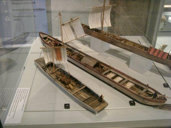 Maquettes de bateaux mosans > A voir à la Maison du patrimoine médiéval mosan à Bouvignes dans la magnifique maison espagnole
