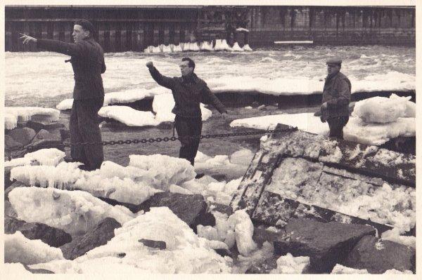 LA PLANTE sous les glaces début des années 50 (ancien barrage à hausses) - Roger (?), Detale Auguste et Tilkens René