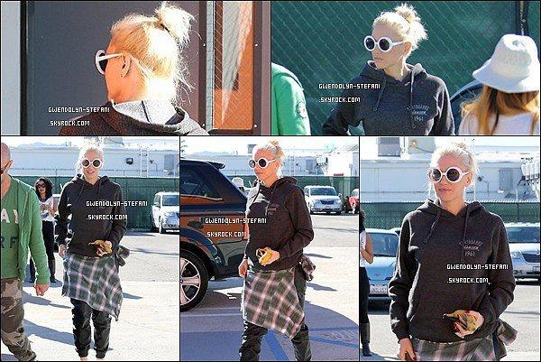 17 Janvier 2015 : Gwen est allée a visité un studio de danse, surement pour voir de nouveaux danseurs.. à confirmer