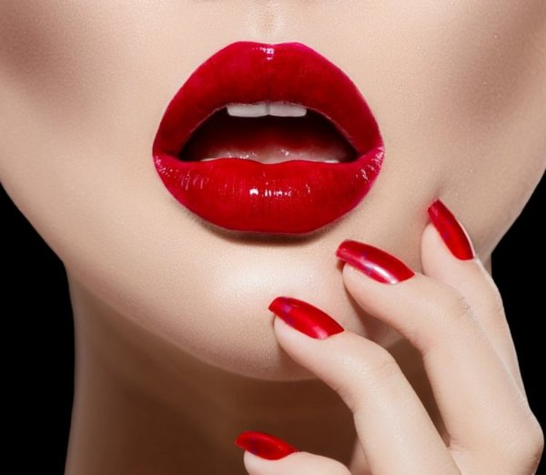 « Lèvres ! Lèvres ! Baiser qui meurt, baiser qui mord. Lèvres, lit de l'amour profond comme la mort ! »