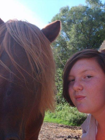 mon poney <3<3<3jtm <3<3 jtd bientot un concour de saut mon grand