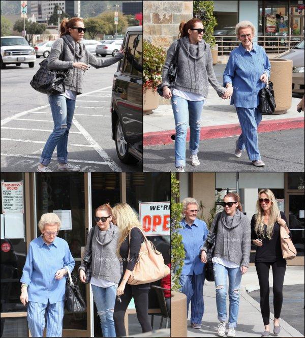""". 17/03/2011 Miley se promenant dans les rues de Toluka Lake avec sa maman et sa grand-mère.18/03/2011 Miley et sa soeur Noah sortant d'une salle de sport puis a été photographié plus tard, quittant un centre commercial de Beverly Hills..........Hé oui, c'est sacré la famille !+ Une photo de Miley avec un paparazzi. .........La paix est revenue...pour le moment.  . Tandis que le second single """"Who owns my heart"""" est sorti en Europe, il n'y a toujours pas de 2ème single pour les Etats Unis. Pourtant, en Octobre la chanson reprise du groupe Poison """"Every Rose"""" avait été prévu pour un single aux Etats Unis. Mais suite à la rumeur de la soi-disant relation entre sa mère (Tish Cyrus) et le leader du groupe Poison (Bret Michaels), le single avait été annulé. Maintenant que la polémique est passée, Bret Michaels a confié à E! Online que le single sortira plus tard dans l'année et risque bien de faire un tube ! . Penses tu que """"Every Rose Has It's Thorn"""" est la bonne chanson pour un single ?."""