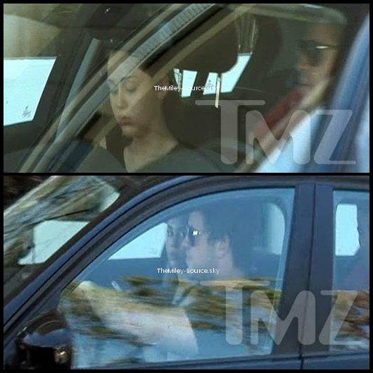 .31/03/2011 Miley et Liam auraient été aperçus au Coffee Bean de L.A. Mais ces photos sont elles vraiment de ce jour ? (Désolé, les photos sont de mauvaises qualité et taguées.) En effet, d'après certaines rumeurs Miley serait de nouveau avec Liam ... Votre avis ?.