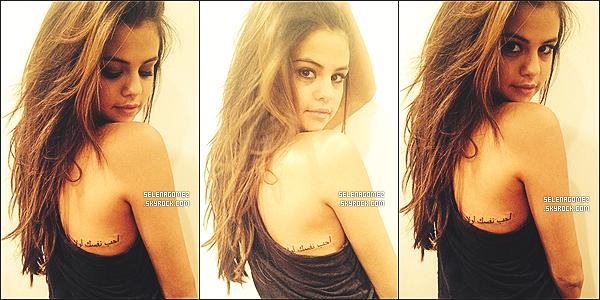 # Sel Gomez s'est fait un tatouage sur le dos qui signifie « Aime-toi en premier » en arabe... Comment le trouvez-vous ? Vous aimez bien ?  #