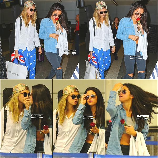 # 24/07/14 - Selena Gomez a été aperçue à l'aéroport L.A.X. avec Cara Delevingne  #
