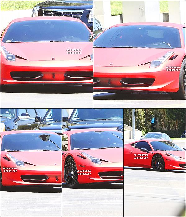 # 17/08/14 - Selly Gomez a été aperçue alors que Justin Bieber la reconduisait chez elle.  #