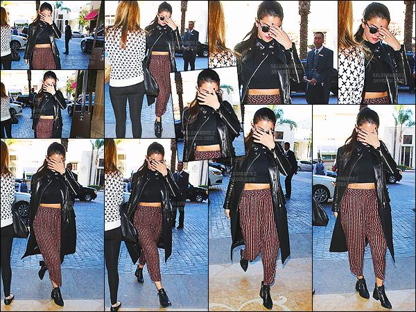 - 03/03/15 : Selena Gomez a été photographiée alors qu'elle quittait le « Montage Hotel » à Beverly Hills, en CA.   Plus tard dans la soirée c'est avec sa meilleure amie Taylor Swift que Selena s'est rendu à la fête d'anniversaire des 18 ans de miss Camila Cabello. -