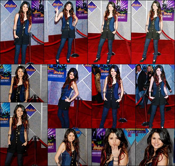 17/01/08 - Selena G. a été vue à la première du concert « Best Of Both Worlds » de la célèbre Miley Cyrus ! Même si Sel' est très mignonne je dois dire que je n'apprécie vraiment pas la tenue qu'elle porte. Pour moi c'est donc un petit flop ! Tu aimes ? [/alig fen]
