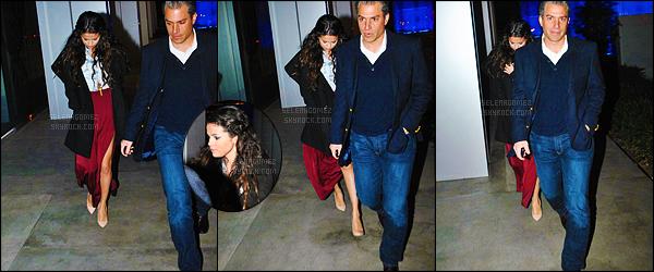 11/01/13 - Sel' Gomez a été vue sortant du restaurant « BOA Steakhouse » se trouvant à West Hollywood ! Sa tenue a l'air pas trop mal mais malheureusement on ne la voit pas très bien ! Perso j'aime beaucoup ses cheveux coiffés - de cette façon. [/alig fen]