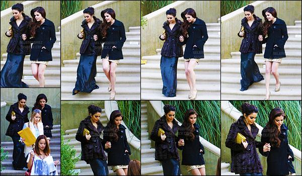 13/01/13 - Selena a été vue se rendant aux Golden Globes - accompagnée par son amie Vanessa Hudgens ! Et c'est donc main dans la main - que les deux copines se rendaient à l'événement ! C'est adorable elles sont trop mignonnes toutes les deux. [/alig fen]