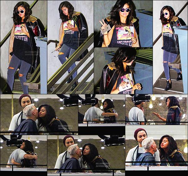 - 21/02/15 : Selena Gomez quittait le le salon de coiffure « Nine Zero One » se trouvant à West Hollywood - CA.   Comme plusieurs stars, Selena fréquente ce salon de beauté - pour prendre soin de ses cheveux. J'aime particulièrement son t-shirt de Led Zeppelin. -