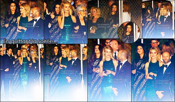- 23/02/15 : Très tard dans la soirée, notre belle Selena Gomez quittait la soirée des « Vanity Fair Oscar Party ».   Minuit passé, la belle brune retournait chez elle scotché à son téléphone portable après avoir passé la veillée avec ses amis. Informations ci-dessous. -