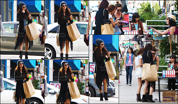 02/03/13 - Sel' Gomez a été photographiée faisant un peu de shopping avec des copines dans Beverly Hills.Notre jeune actrice et chanteuse a donc fait plusieurs achats, en compagnie de quelques amies. Pour la tenue je trouve que c'est joli - un TOP ![/alig fen]