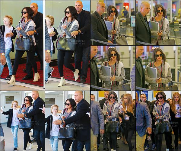 01/05/15 - De retour de Chicago, la jolie Selly'  a été repérée alors qu'elle arrivait à l'aéroport de New-York. Des fans assez chanceux ont pu prendre quelques photos avec la brunette. Niveau tenue ça reste encore une fois très simple mais assez joli ! [/alig fen]