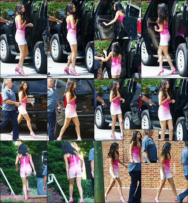 03/09/15 - Miss Gomez  a été vue arrivant sur le set de « Nos pires voisins 2 » en Géorgie - à Atlanta.  C'était la seconde journée de tournage pour notre Sel qui portait la même tenue que pour la première ! Alors as-tu hâte de découvrir ce film ? [/alig fen]
