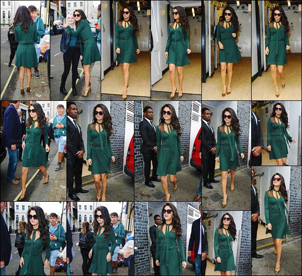 24/09/15 - Selena G. a été vue par les pap's quittant « Annabel's », un restaurant se situant à Londres ! Ce resto' est également une boîte de nuit ! Niveau tenue, je suis totalement fan. Sel' est tout simplement radieuse, je lui accorde un beau top.[/alig fen]