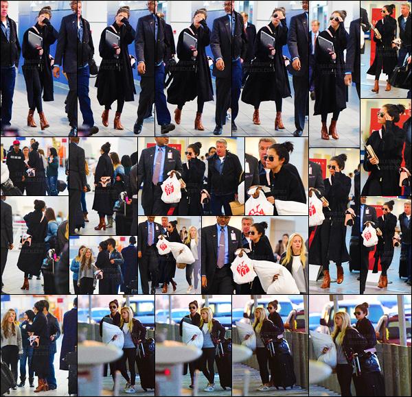 """'""""""""25.01.16'"""" ─ Selena a été aperçue à l'aéroport « LaGuardia » qui se situe à nouveau dans la ville de New-York ! [/s#00000ize]Cette sortie marque ainsi la fin de son court séjour à New-York ! Côté tenue c'est encore une fois assez simple mais joli, j'aime plutôt bien. Et vous ? [/alig fen]"""
