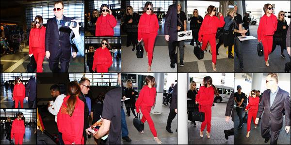 07.03.16 ─   Selena G. a été vue arrivant à l'aéroport LAX situé à Los Angeles, direction Paris - capitale française ![/alig fen]