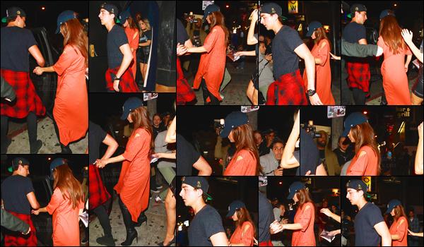 01.04.16 ─ Sel' a été vue quittant le « The Roxy Theatre », un très célèbre club qui se situe à  West Hollywood. [/s#00000ize]Et on remarque qu'un mystérieux garçon, qui n'est autre que Cameron Smoller, tient la main de la Gomez... Sans doute pour l'aider à fuir des pap's ![/alig fen]