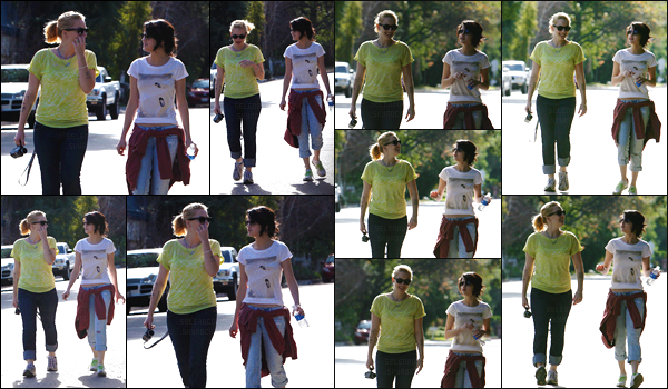 10.01.10 ─  Selena G. a été vue par des pap's en train de se promener  avec une amie, dans Beverly Hills, CA.[/s#00000ize]Des lunettes de soleil au nez, des baskets aux pieds; notre jeune artiste porte un look décontracté, ce qui est  idéal pour faire un petit peu de marche ! [/alig fen]