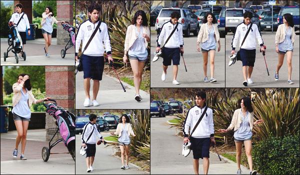 21.02.10 ─ S. Gomez  a été aperçue faisant du golf en compagnie de Nick Jonas, dans la ville de Los Angeles ![/s#00000ize]Une jolie sortie où on retrouve les deux stars de Disney Channel passer du bon temps ensemble, trop cute ... Tu aimes bien le look de miss Selena ?[/alig fen]