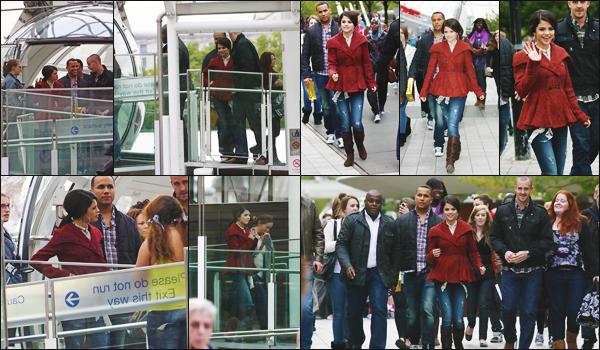 30.09.10 ─ Selena Gomez a été vue au «  London Eye » qui est une grande roue mise en place dans Londres.[/s#00000ize]Selena n'a pas manqué ce lieu incontournable qui attire un grand nombre de touristes. Côté tenue, je n'aime pas vraiment et toi, tu en penses quoi ? [/alig fen]