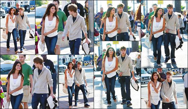 06.02.11 ─ Selena a été vue en train de  se balader avec son boyfriend Justin, dans les rues de   Santa Monica.[/s#00000ize]Encore une sortie à deux, décidément ils étaient vraiment inséparables... Main dans la main et sourire aux lèvres, le couple avait l'air plutôt heureux ![/alig fen]