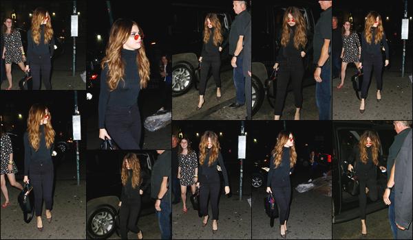 02.06.16 - Selena G. a été vue alors qu'elle arrivait au  «  Up & Down », une boîte de nuit se situant à New-York ! [/s#00000ize]La jeune actrice et chanteuse s'est vêtue de manière assez simple, en privilégiant le noir. Plutôt basique mais après tout ça reste classe ... Un TOP ?[/alig fen]