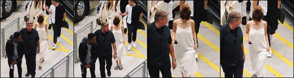 11.06.16 - Selena a été aperçue en allant au «  American Airlines Arena », qui se situe dans la ville de Miami ! [/s#00000ize]Petit séjour à Miami à l'occasion de sa tournée Revival, donc. Au niveau de la tenue il s'agit d'une simple petite robe blanche vous en pensez quoi ? [/alig fen]