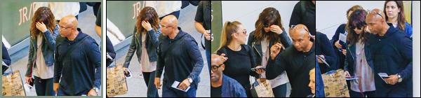 12.08.16 - Comme prévu, Selena G. a été aperçue en  arrivant à l'aéroport «  Brisbane » se situant en  Australie. [/s#00000ize]Le repos ? Et bien ce ne sera pas pour tout de suite. En effet la chanteuse enchaîne les dates de ses tournées & arrivera d'ailleurs bientôt en Europe ![/alig fen]