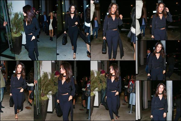 03.12.16 ─ Selena Gomez arrivant puis, plus tard, quittant le restaurant Catch LA qui se situe dans Los Angeles. [/s#00000ize]La jeune chanteuse était vêtue de noir de la tête aux pieds, un look ultra-chic qui lui va à merveille ! Et toi, qu'en penses-tu ? Est-ce un top selon toi ? [/alig fen]