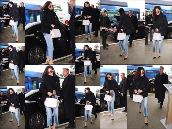 """"""" _• 07.02.17  """" ─ S. Gomez a été repérée alors qu'elle se rendait à l'aéroport  LAX  qui se situe dans la ville de  Los Angeles.Notre chanteuse devait prendre un vol direction New-York mais elle a tout de même pris le temps de signer quelques autographes avant !   """""""