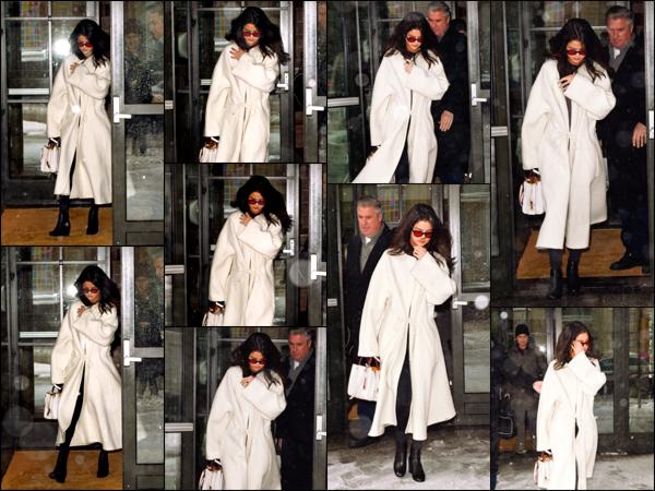 """"""" _'• 09.02.17  '"""" ─ Selly a été aperçue par quelques pap's lorsqu'elle quittait son hôtel se situant dans la ville de New-York.Etant donné la température hivernale qui prenait place, Selena s'était vêtue d'un looong manteau blanc. C'est un beau top, selon moi !  """""""