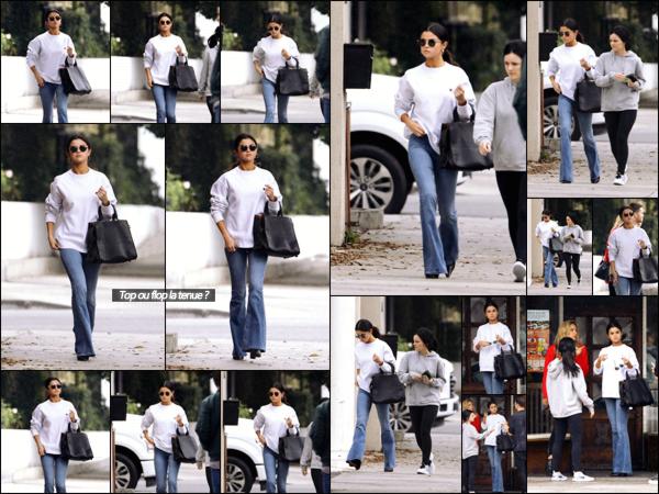 """"""" _'• 10.02.17  '"""" ─ Sel a été photographiée en train de se promener dans les rues de  Torrance, de retour dans Los Angeles.Après avoir passé plusieurs jours à New-York, cette nouvelle sortie nous prouve bel et bien que Selena est de nouveau en Californie à LA  !   """""""