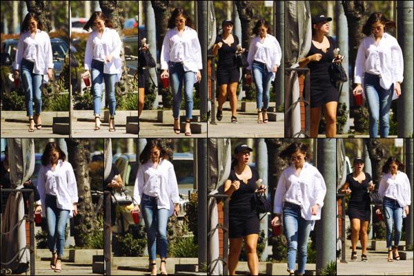 """"""" """"• 08.03.17  """"  ─ Une fois de plus, Miss Selena a été vue allant déjeuner avec l'une de ses amies, dans Los Angeles.Une sortie de plus pour notre jeune chanteuse préférée qui nous fait là un bof... 'Bien que la tenue soit jolie elle reste banale à mon goût !   """""""