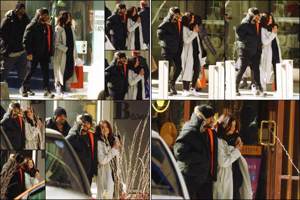 """"""" """"• 17.03.17  """"  ─ S. a été aperçue en train de faire du shopping avec son copain dans la ville de Toronto, au Canada.Les deux amoureux ne se quittent plus et en profitent pour passer un maximum de temps ensemble...' Vous approuvez ce couple ou pas ?  """""""