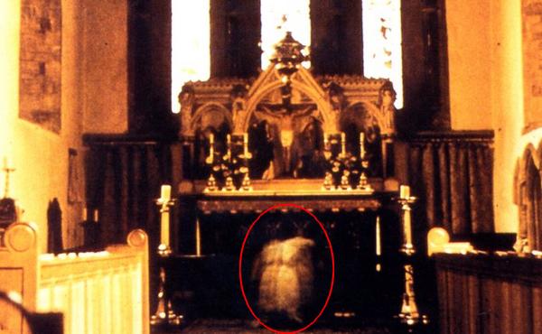 Article 10: Des fantômes dans les églises.