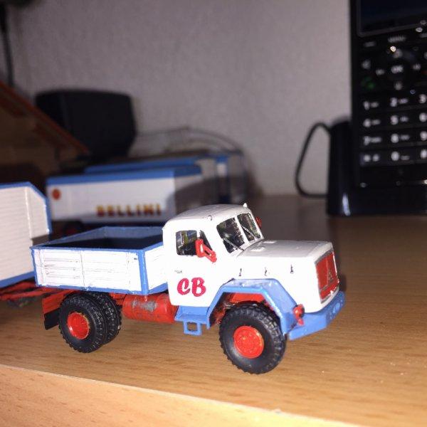 et les camiones, premier un Magirus (aujourdhui nomee IVECO)