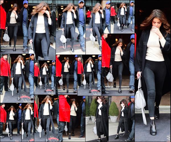 """"""" 09.02.2016   Notre miss à été vue en retrant du Texas quittant son hôtel de résidence à New York, Manhattan. Selena à été envahi par les paparazzi de son retour de sa ville natale en ayant assister à un match de basketball les Spurs vs les Lakers. """""""