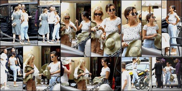 . 19.06.2018: La sublime Selena Gomez  à était photographier avec quelque amis dans les rues  dans la ville de Rome, en Italie ! C'est dans une tenue décontracter qu'elle a était vue en jouant les touristes dans la ville de Rome, Selly Gomez a put profiter de la douceur de la ville  .