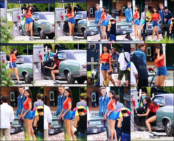 . 02.08.2018: Selly a été vu de nouveau sur le set d'un nouveau film de Zombie : The Dead Don't Die à Fleischmann ! C'est dans le village dans le comté de Delaware, à New York , ou Selena était de nouveau en compagnie de l'acteur Austin Butler pour leur prochain film. .