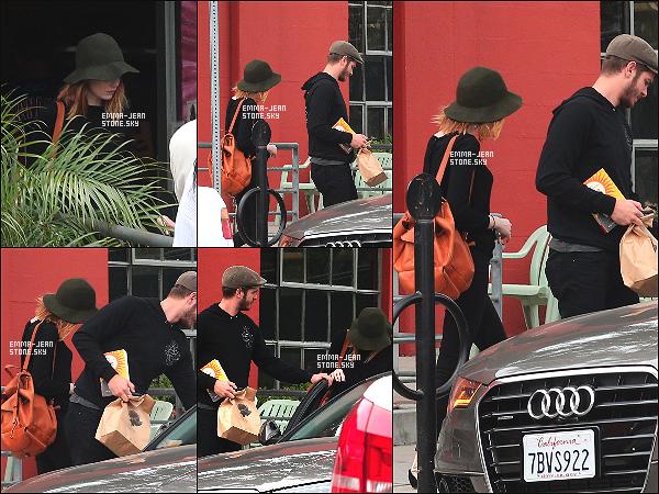 7.06.2014: Emma et son chéri Andrew repérés ce samedi faisant des boutiques dans Los Angeles.