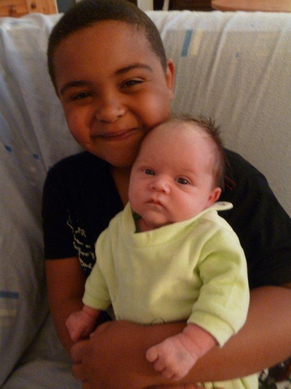 Joyce et son petit frère Nathanaël
