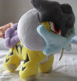 pokemon legendaires en peluche + Lokhlass ^^