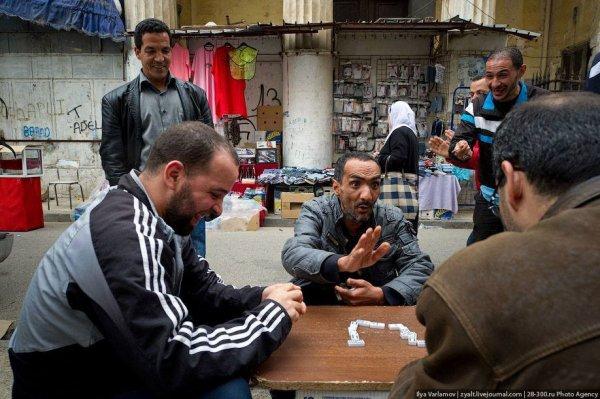 Partie de dominos prés de Djamaa Lihoud