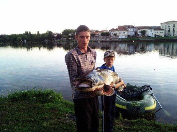 Silure de 1m76 pris en bateaux avec mon petit frère mickael !!