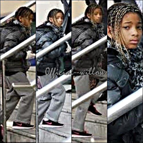 """10/03/11  Willow  Smith arriver à Manchester pour la promo de """"21st Century Girl Belle chaussure mais elle à une drôle de tête on dirait quelle est triste."""