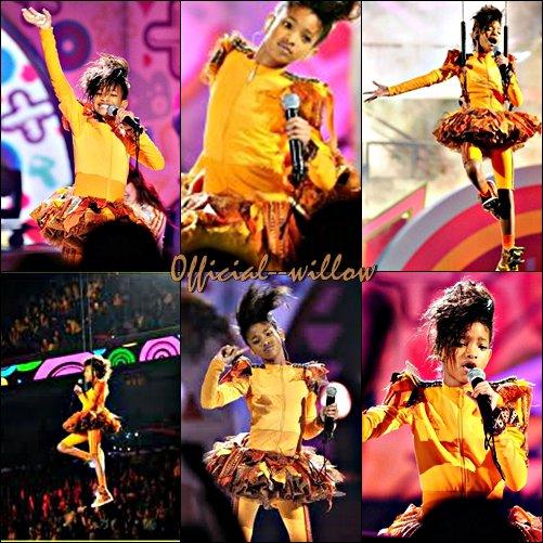 02/04/11 Photos de la performance de Willow sur Scène aux  Kids choices awards . Elle à réaliseé une superbe performance un vrai show a l'américaine entouca appréciée par le public,