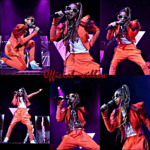 11/03/11 : Performance de Willow à Liverpool.J'adore c'est Lunettes elle lui vont super bien . Elle à fait une superbe performance le rouge lui va très bien.C'est un TOP.
