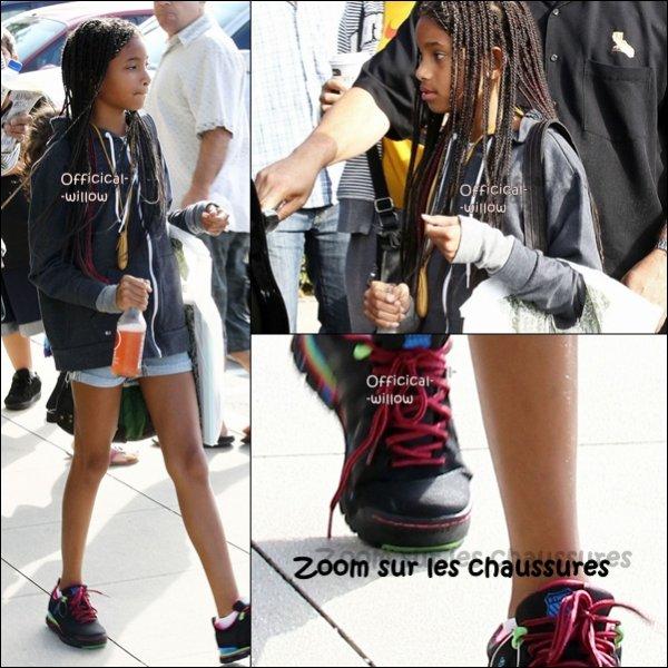 12/06/11 Willow à été aperçut sortant de la  librarie Barnes ans Nobels Reader habillé de façon original !!J'adore le short les chaussures aussi elles sont très belles .